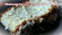 Puszysta drożdżówka z cynamonową kruszonką i lukrem maślanym