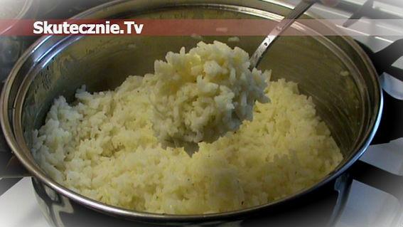 Ryż delikatnie cytrynowy z solą i czarnym pieprzem