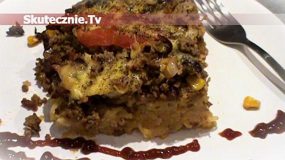 Zapiekanka makaronowa z mięsem i pikantnymi warzywami