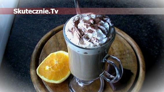Kawa czekoladowo-pomarańczowa z bitą śmietaną
