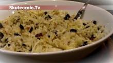 Surówka z kiszonej kapusty –oliwki, orzechy, jabłko, cebulka