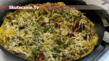 Gruby omlet z mięsem i papryką
