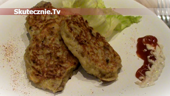 Drożdżowe placuszki z kiszoną kapustą i mięsem