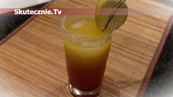 Rumowy drink o barwie wschodzącego słońca
