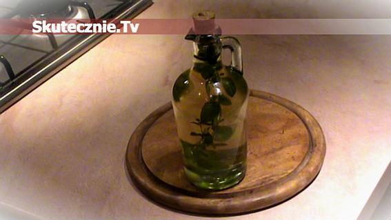 Olej lub oliwa z oregano, czosnkiem i chilli