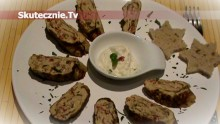 Pieprzne omleciki serowe z orzechami i papryką