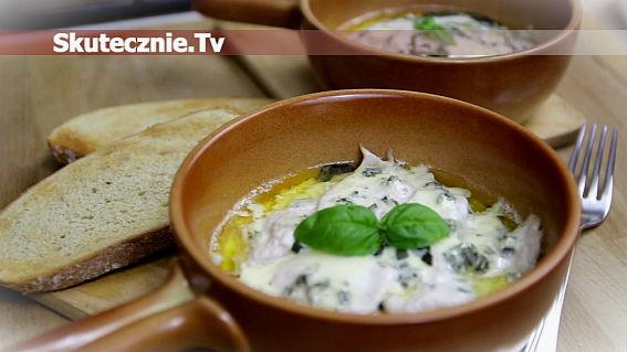 Zapiekany indyk z bazylią w sosie maślano-serowym
