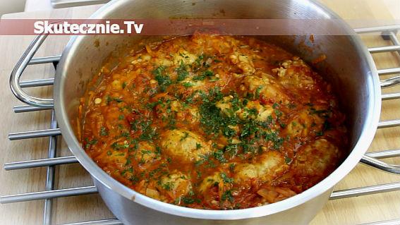 Pulpety z kapustą w sosie pomidorowo-marchwiowym