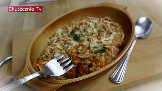 Indyk z kaszą w pomidorach (szybka jednogarnkówka)