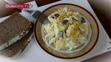 Warstwowa sałatka -seler, jajko, fasola, ananas, por
