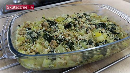 Pieczona cukinia z ryżem, mięsem i szpinakiem