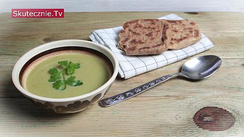 Błyskawiczna zupa z awokado i czosnkiem