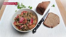 Jarmuż duszony z pieczarkami, papryką i curry