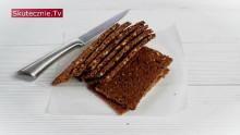 Płaski chleb gryczany z miodem i ziarnami