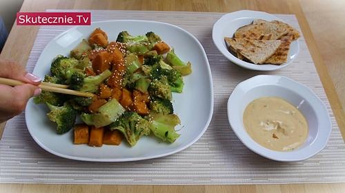 Brokuły i batat '5 smaków'. Plus sos;)