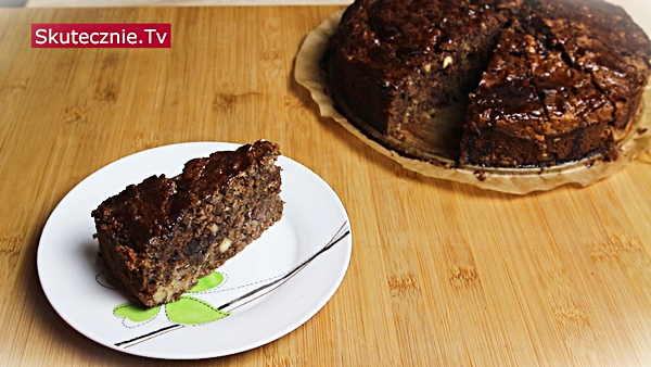 Fantazyjne ciasto czekoladowo-serowe z orzechami