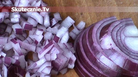 Jak pokroić cebulę w drobną kostkę