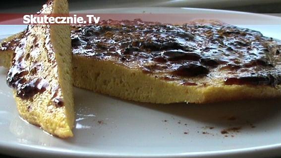 Sycący omlet-grzybek z dżemem i cynamonem