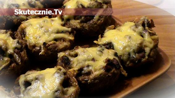 Mięsne gniazdka z farszem pieczarkowym, zapiekane z serem