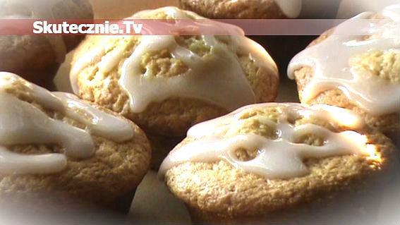 Muffinki lekko orzechowe nadziewane dżemem