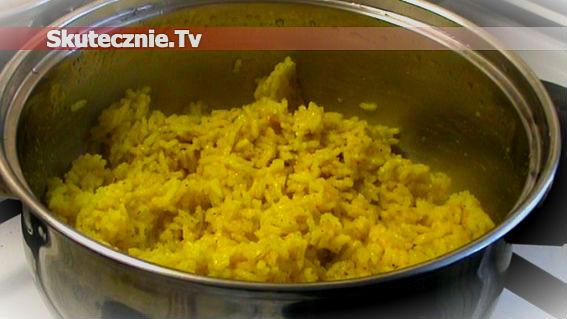 Żółty ryż z kurkumą i ziołami–pyszny i efektowny