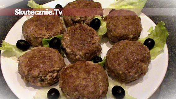 Kotleciki wołowe nadziewane pastą pomidorową z fetą i szpinakiem