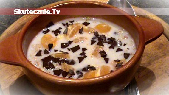 Owsianka -mleko, rodzynki, mandarynka, czekolada