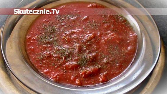 Szybka zupa pomidorowa z czosnkiem, oliwą, grzankami