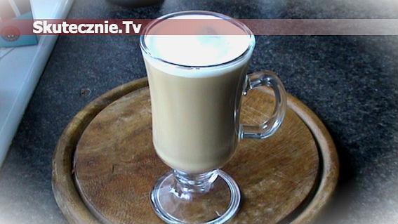 Kawa kokosowa z lekko spienionym mleczkiem
