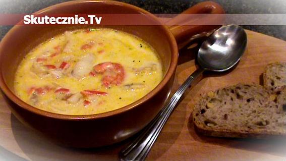 Biała zupa rybna –lekko kokosowa, z papryczką peperoni