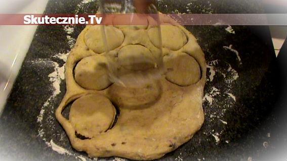pokaż jak zamontowac do maszynki nakładkę do ciastek: Przepisy, jak zrobić - tobehappy.pl