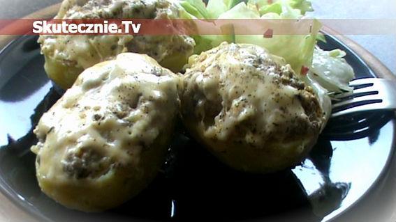 Faszerowane ziemniaki w mleku czosnkowym z masłem