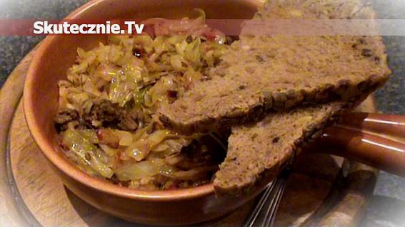 Pikantna kapusta z ryżem, mięsem i peperoni