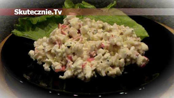 Proteinowy twarożek z surimi, cebulką i korniszonem