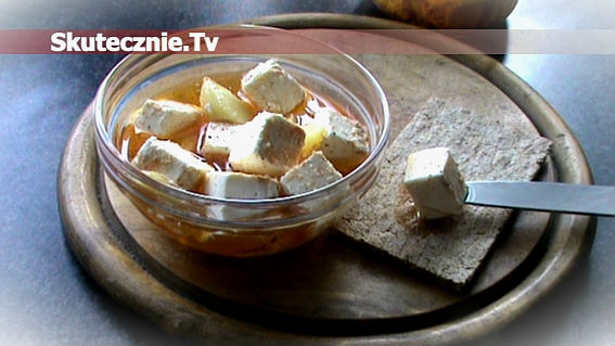 Feta marynowana w oleju z czosnkiem