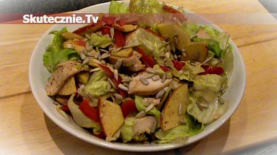 Letnia sałatka -solone jabłko,mięso,papryka,sałata