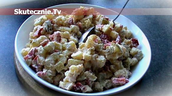 Sałatka ziemniaczana z ogórkiem i papryką