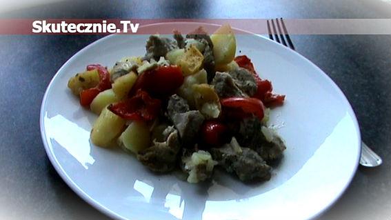 Pieczona szynka z ziemniakami w marynowanej papryce i jabłkach