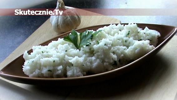 Ryż czosnkowy z jogurtem i pietruszką