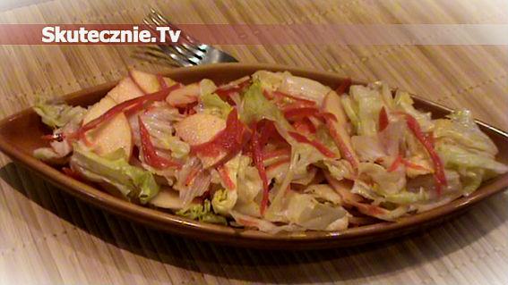 Szybka, chrupiąca sałatka z jabłkiem i papryką