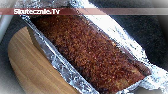 Pieczeń mięsna z kiszoną kapustą, kaszą i jabłkiem