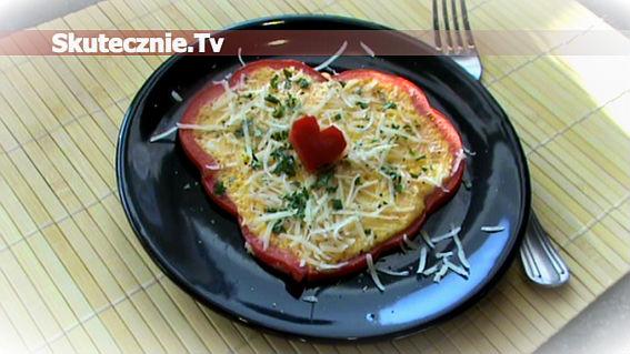 Kolorowy omlet w papryce