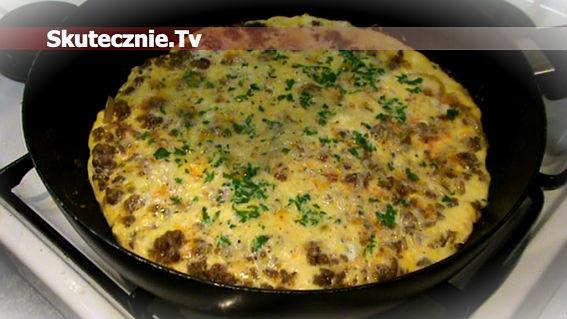 Omlet z wołowiną podsmażaną na cebulce