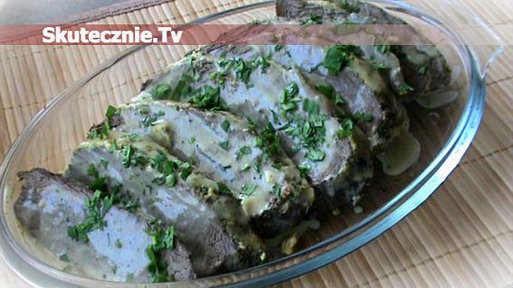 Łopatka wołowa w sosie musztardowo-śmietanowym z ziołami