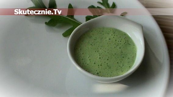 Wiosennie zielony sos lub napój jogurtowy