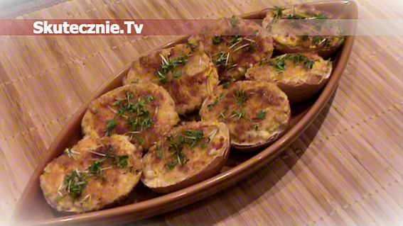 Panierowane jajka z salami na gorąco