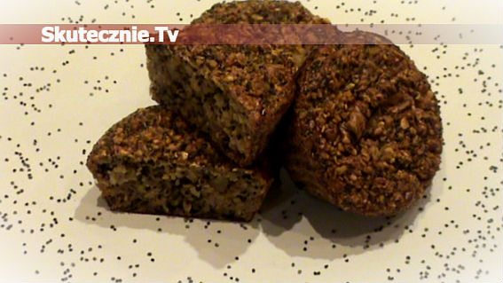Makowe muffinki otrębowe z gruszką i orzechami