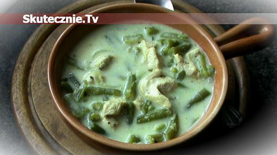 Lekka zupa jogurtowa z kurczakiem i fasolką
