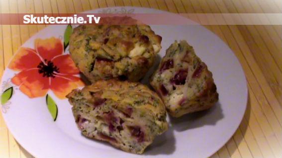 Muffinki z fetą, śliwką i rukolą