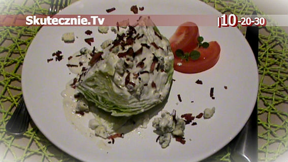 Iceberg Wedge Salad -przepyszna sałatka w 10 minut